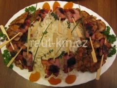 Frit.rýžové nudle s špízem z angl.slan.a švestkou -08